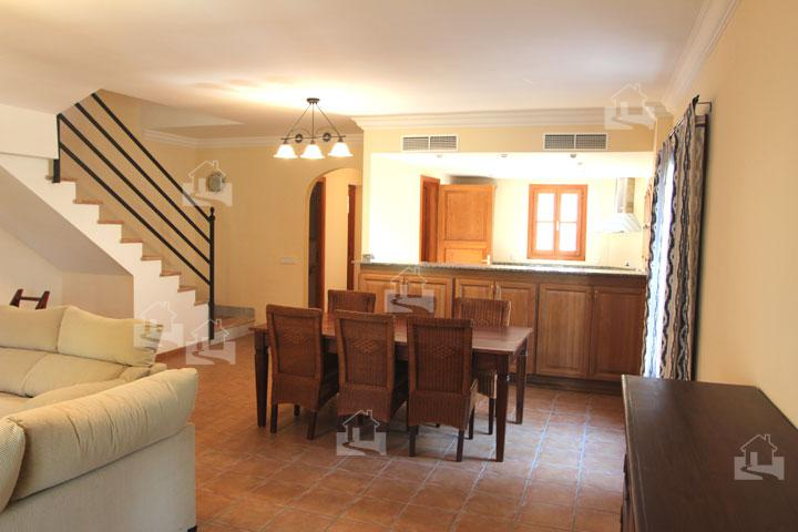 wohn essbereich mit treppe zum 1 og disayo mallorca immobilien blog. Black Bedroom Furniture Sets. Home Design Ideas