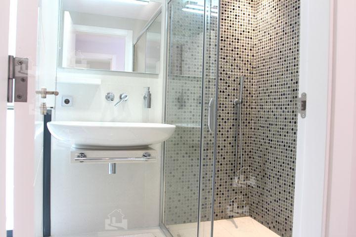 terrassen dusche raum und m beldesign inspiration. Black Bedroom Furniture Sets. Home Design Ideas
