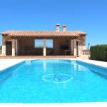 Pool mit Poolhaus und Sommerküche