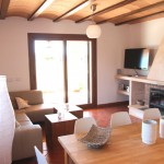 Gemütliches Wohn-Esszimmer mit Zugang zur Terrasse