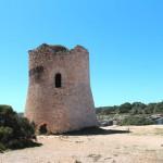 Historischer Wachturm oberhalb Einfahrt zur Cala Pi